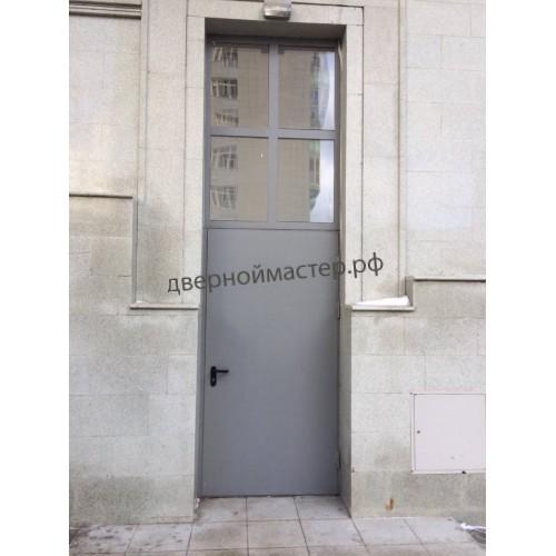 Металлические двери с верхней вставкой