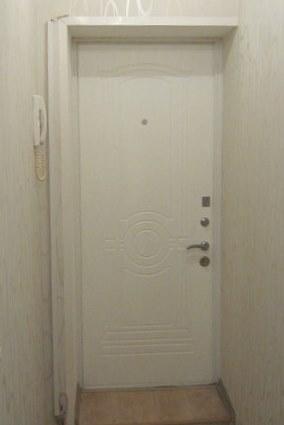Белые металлические двери купить в Москве по отличным ценам.