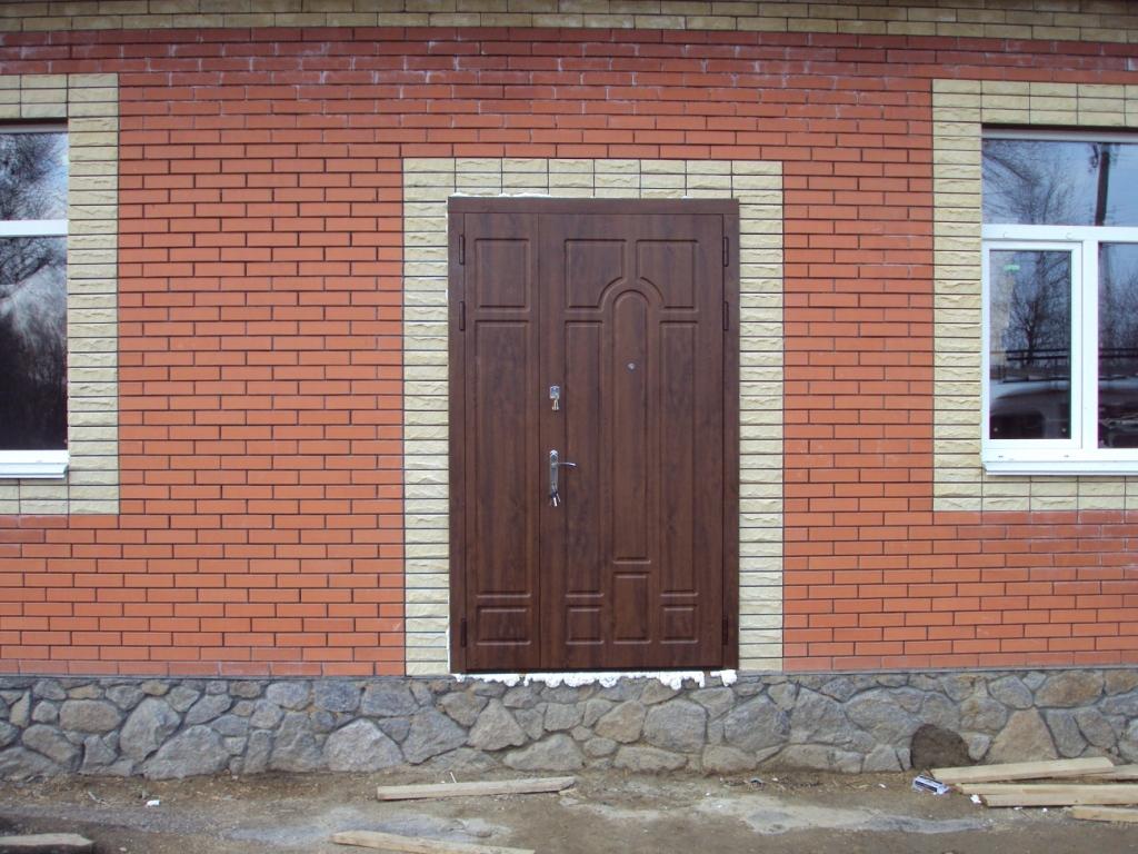 Входные двустворчатые двери для таунхаусов с влагостойким МДФ покрытым ПВХ пленкой