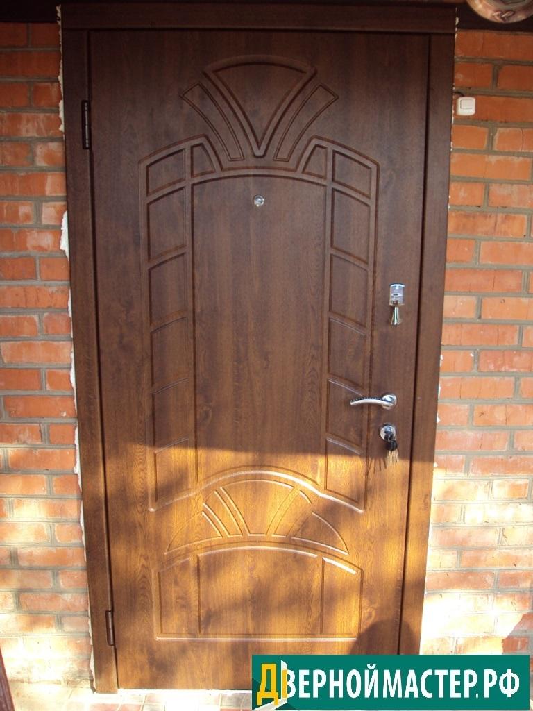 Металлическая входная дверь в частный дом купить в Москве.