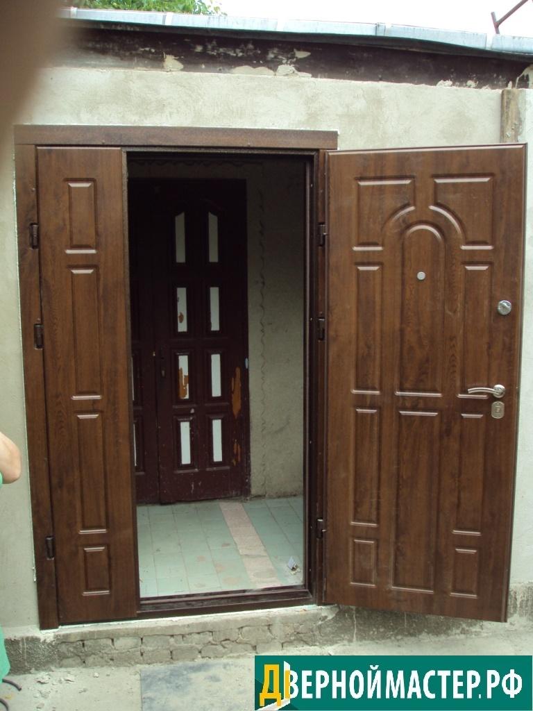 Купить металлическую дверь в частный дом двустворчатую.