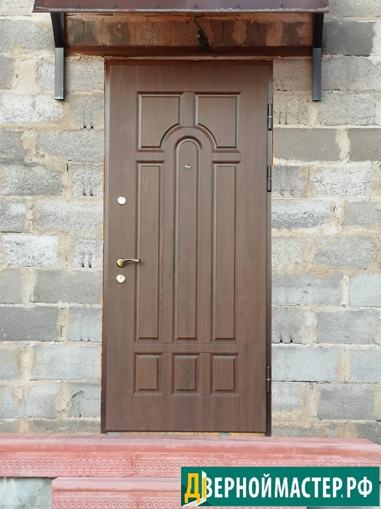 Дверной блок в дом с классическим строгим дизайном, установлено в дер. Борозда, Клинский район.
