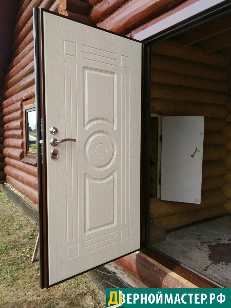 Купить уличную входную дверь в частный дом утепленную, отличного качества с влагостойким МДФ