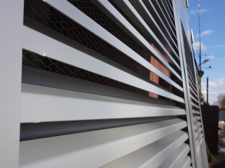 Z-образные металлические ламели для жалюзийных решеток