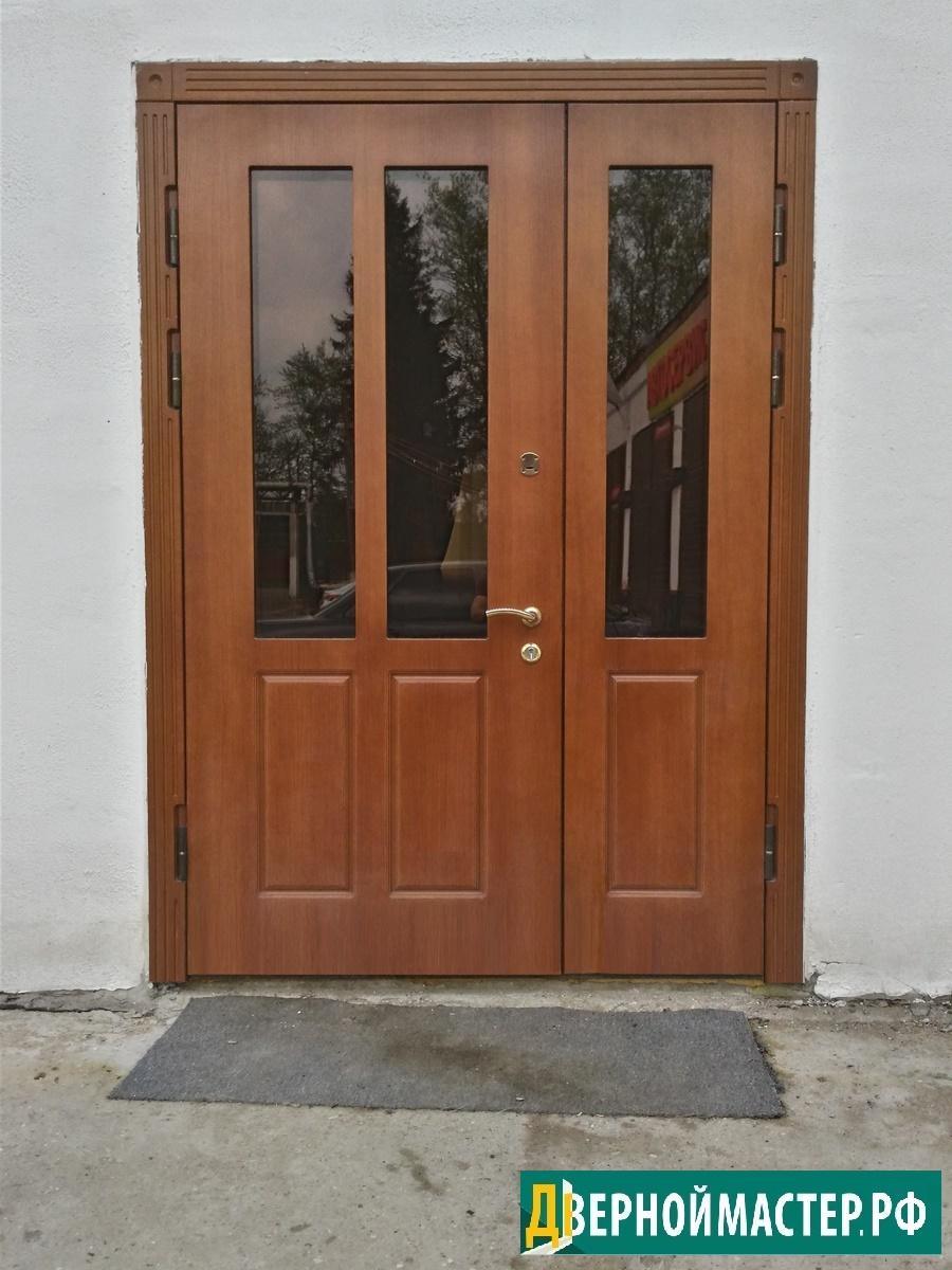 Двупольная металлическая дверь нестандартного размера с отделкой мдф и стеклопакетами.