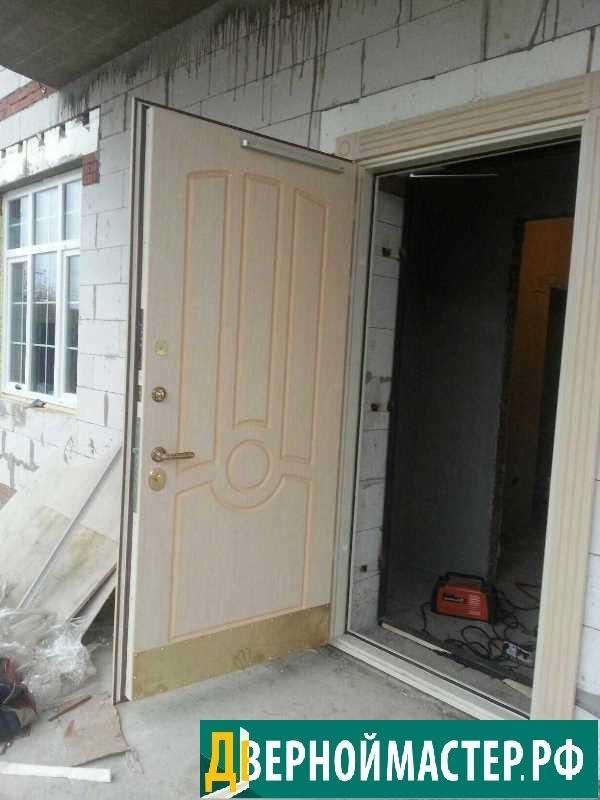 Купить утепленную входную металлическую дверь для коттеджа в Химках