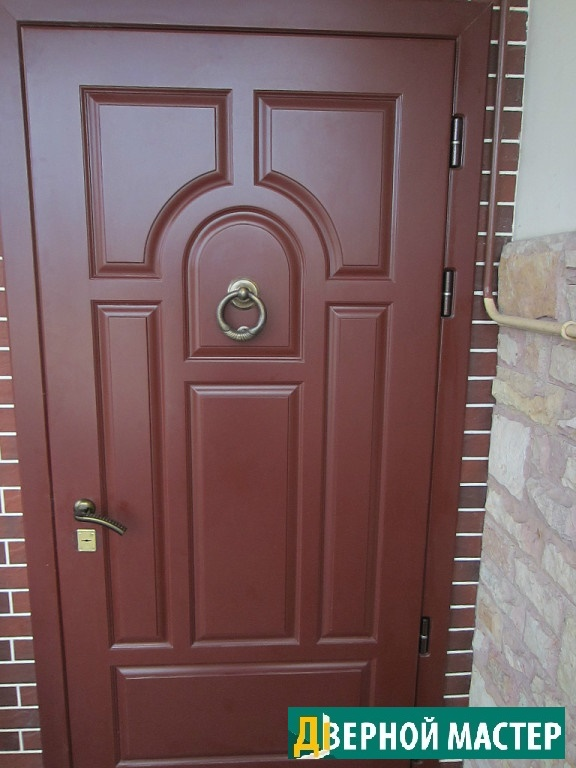 Наружная уличная дверь в коттедж с отделкой МДФ