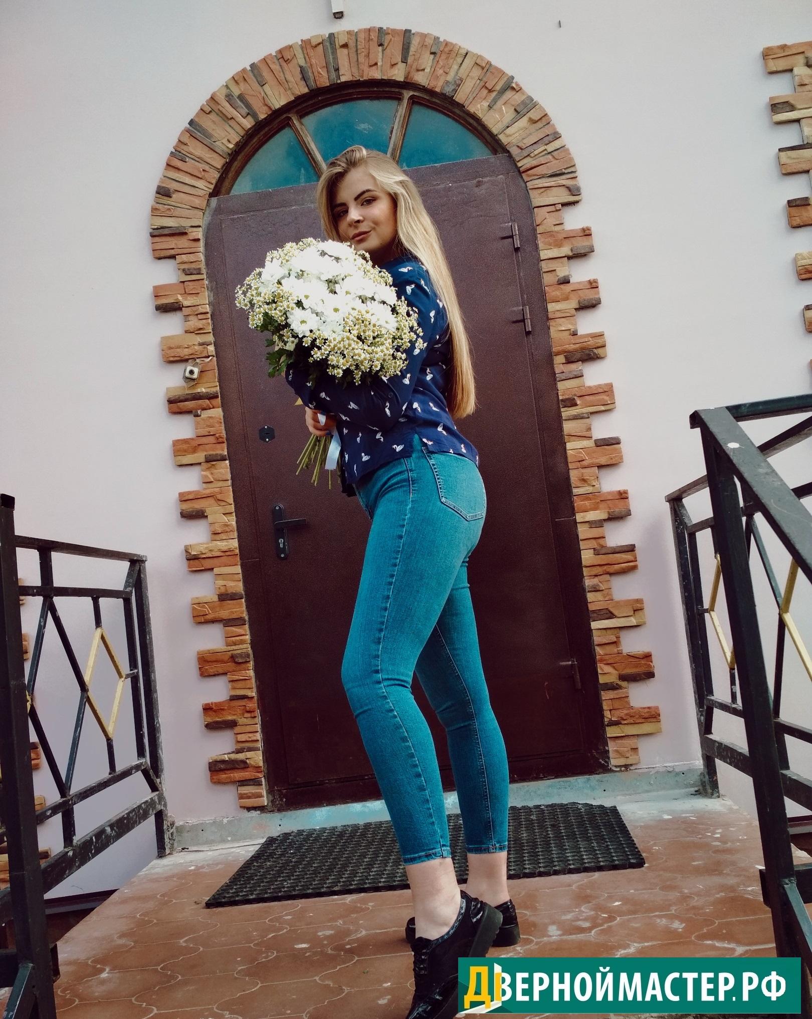 Наша довольная клиентка. Купить  дверь в коттедж по отличной цене в Москве