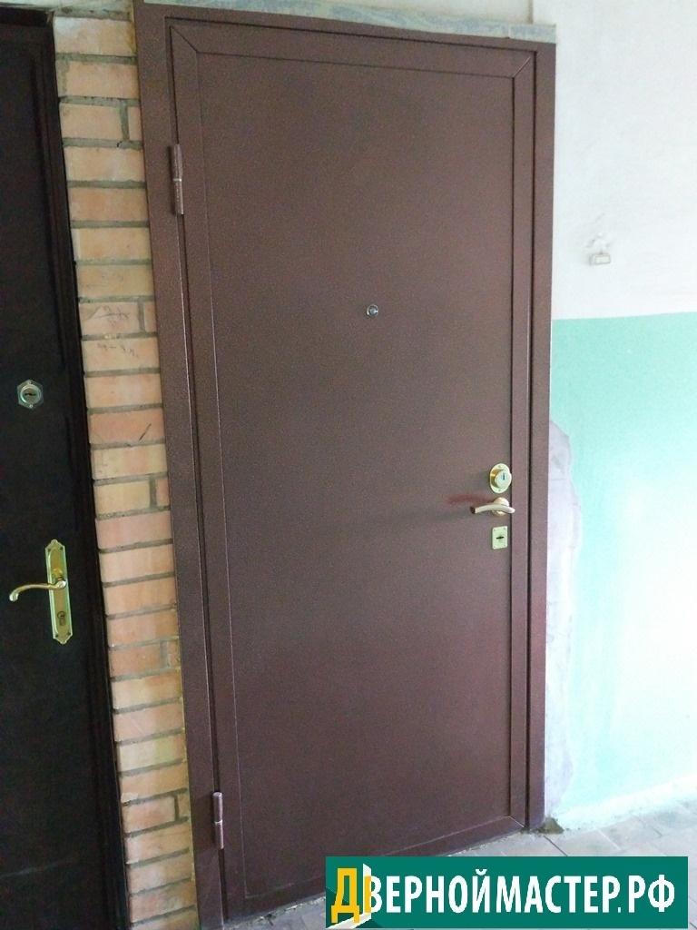Антивандальная входная дверь металлическая в квартиру с порошковым напылением с наружной стороны, утепленная