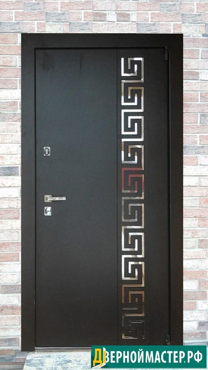 Классическая входная дверь в квартиру металлическая с лазерным рисунком куплена нашими заказчиками у нас под заказ в Москве
