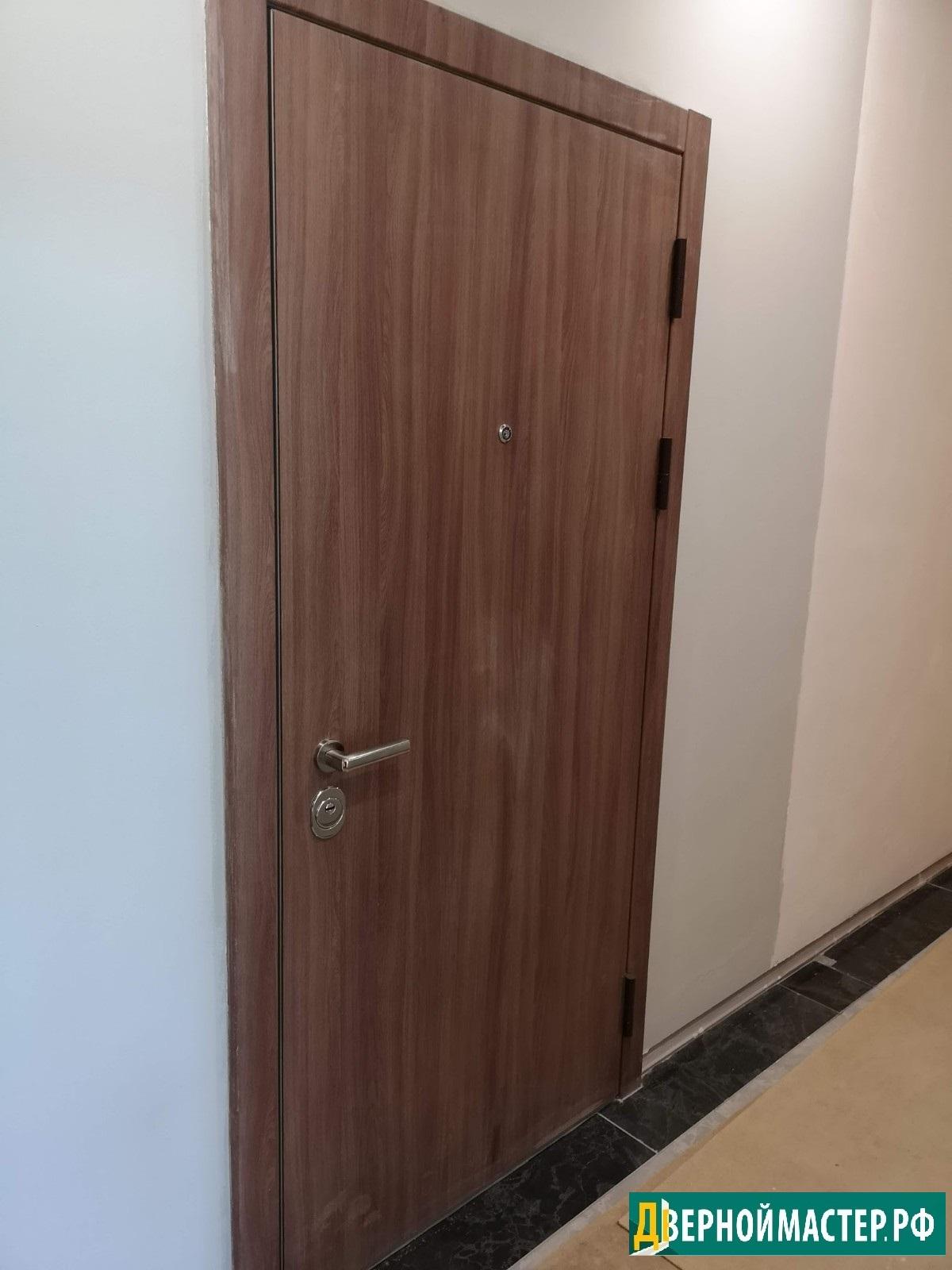 Цены на металлические двери с отделкой под дерево, гладкий МДФ без рисунка