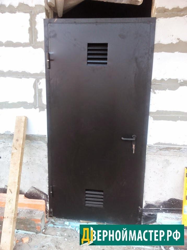 Дверь в электрощитовую наружная с вентиляционной решеткой