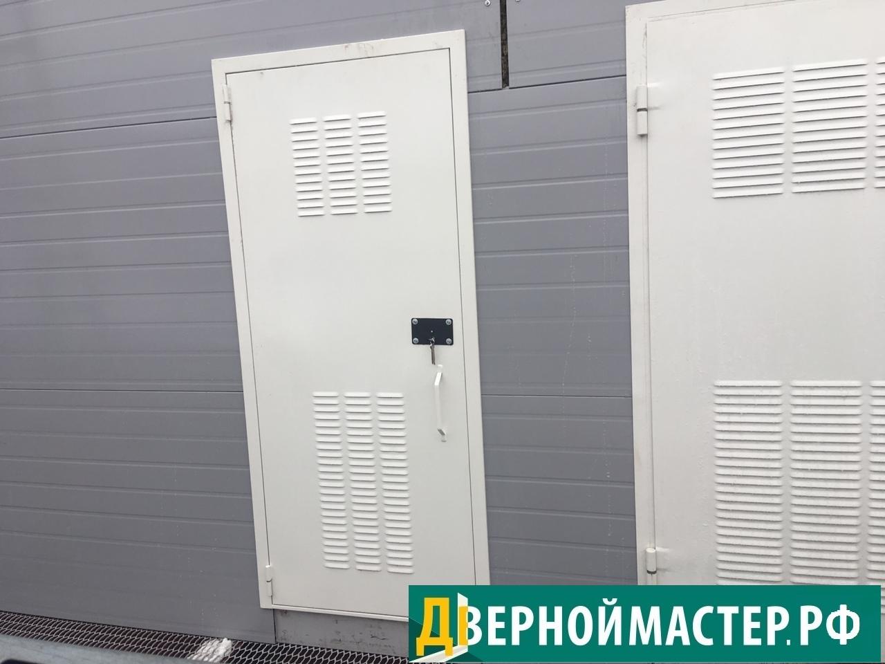 Металлическая дверь в электрощитовую с вент решеткой перфорированной