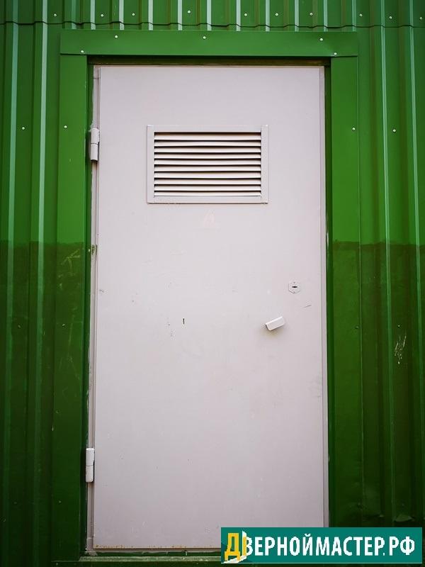 Дверь электрощитовых помещений с вентиляционной решеткой жалюзийной
