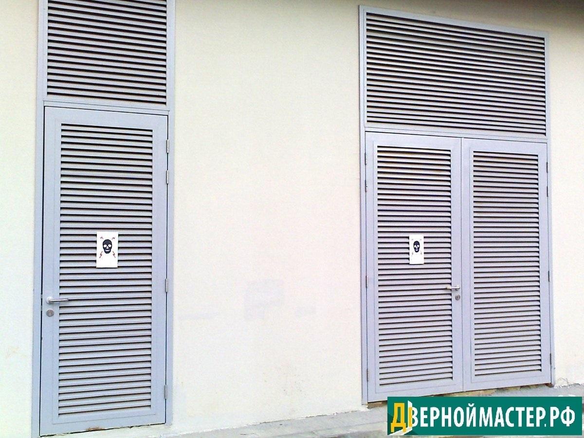 Металлические жалюзийные двери с электрощитовую с вентиляцией