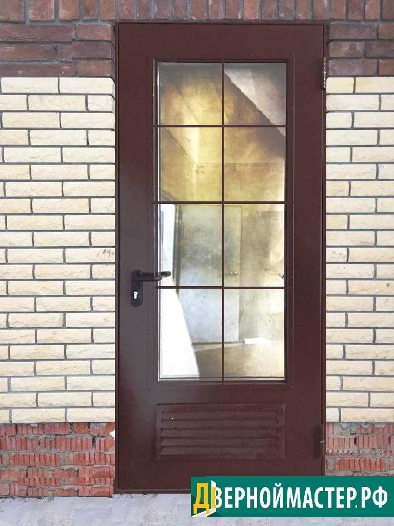 Утепленная дверь в котельную с вентиляцией в частный дом, на стекле простенькая решетка из  квадрата 12*12