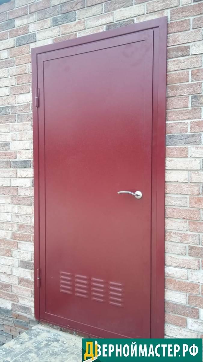 Наружная дверь в котельную частного дома с утеплением