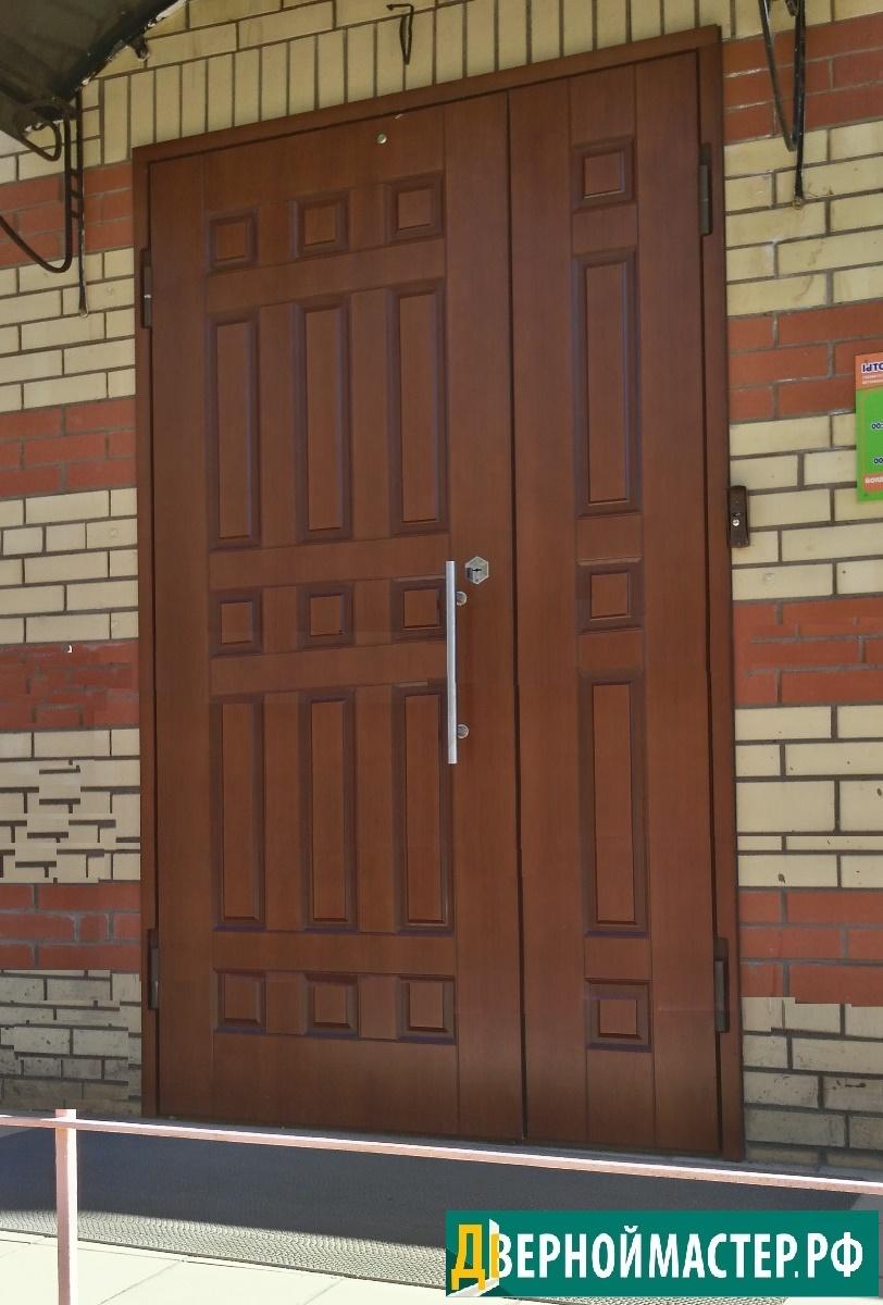 входная металлическая дверь на улицу с классическим дизайном панели МДФ, парадная