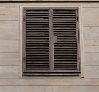 Ставни на окна жалюзийного типа металлические для коттеджа за 7 рабочих дней.