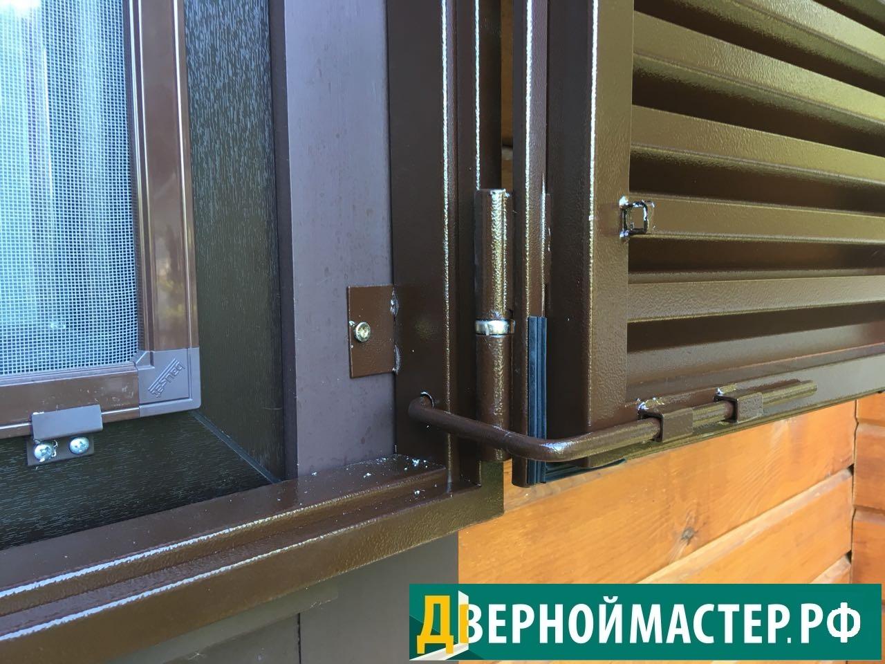 Крепление металлических ставень на окна к проему. Тип накладные, для деревянного дома.