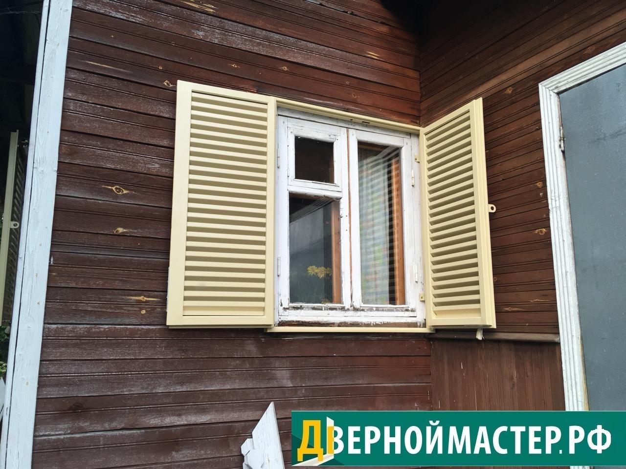 Ставни жалюзи на окна деревянного дома